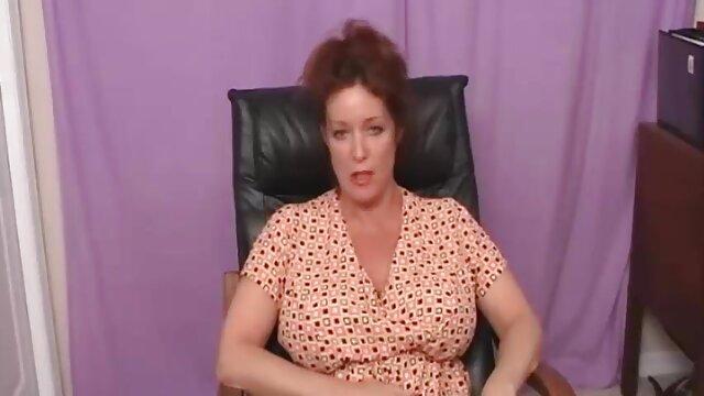 ماساژور سکس پورن ویدیو پرشور جرات رابطه جنسی با چهار مرد را دارد