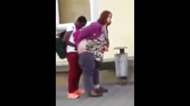 فاحشه ورزش کلیپ سکسی التا اوشن ها خروس را می مکد و روی کلاه ضربه می خورد.