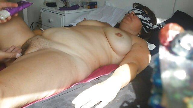پیشاهوی طاس زیبایی ساق پا را دانلود فیلمهای کوتاه سکسی پورن در تمام سوراخ ها پیچ می کند