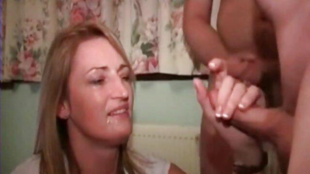 دوست فیلم سکسی کندی چارمز دختر دوربین را می مکد