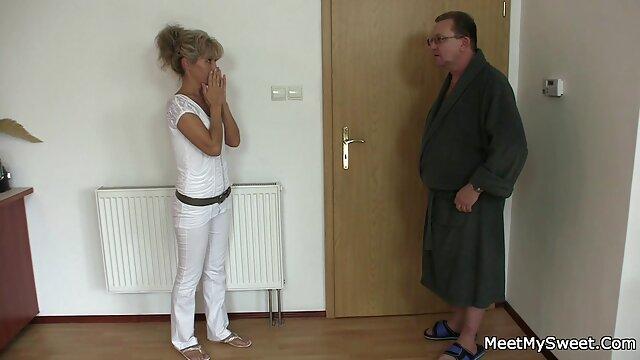 جوجه ها فیلم پورن مادرو پسر در انظار عمومی باز و پوست کنده می شوند