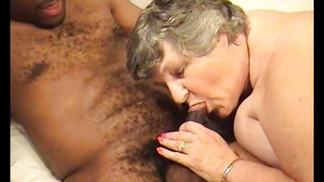 رابطه جنسی زیبا با یک سکس خفن پورن دختر جوان