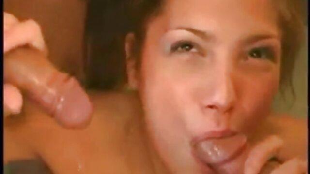 دختران سوپر پورن با پستان صاف با خوشحالی توسط خروس های بزرگ در الاغ لعنتی می شوند