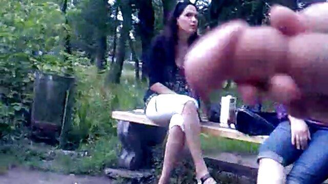 زن جوان زیبا ، دوست پسر خود را در سراسر خانه پیچ می کند سایت سکسی پورن
