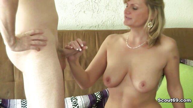 MILF و دخترش با یک مرد سایت های سکسی پورن جوان عشق می ورزند