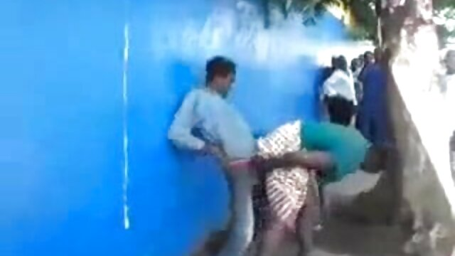 رئیس بیدمشک یک دختر جوان پورن پیرزن را اغوا می کند